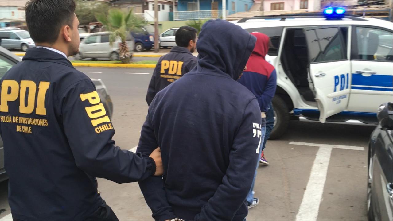 Photo of PDI DETIENE 2 SUJETOS FAJADOS CON DROGA EN TERMINAL DE BUSES