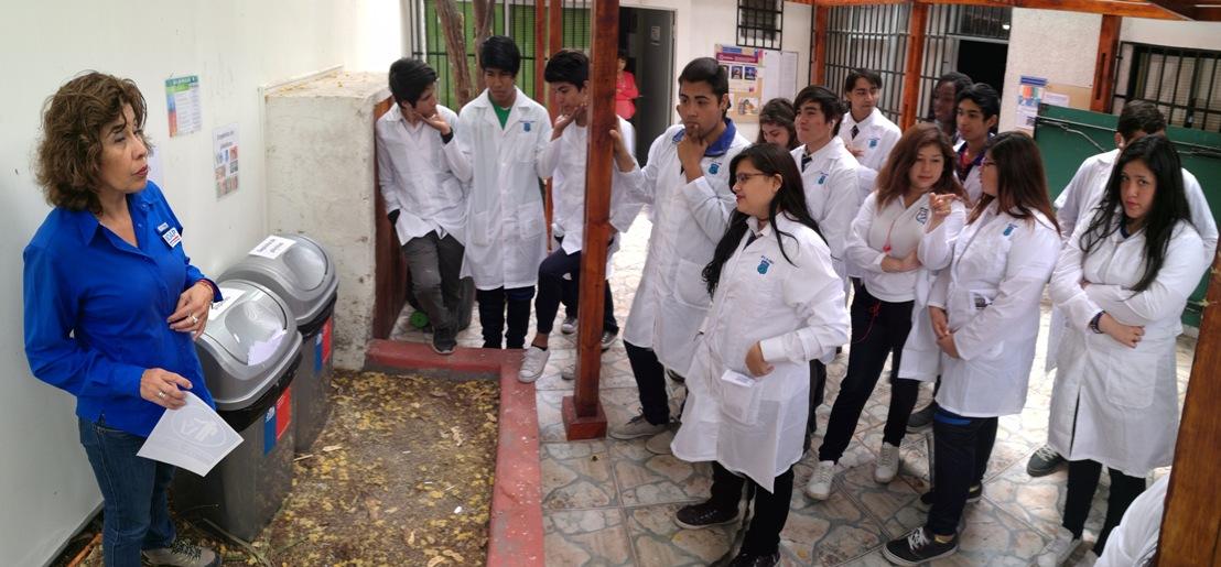 Photo of Profesionales de INDAP apoyan la Semana de la Ciencia y dictan taller de compostaje a escolares