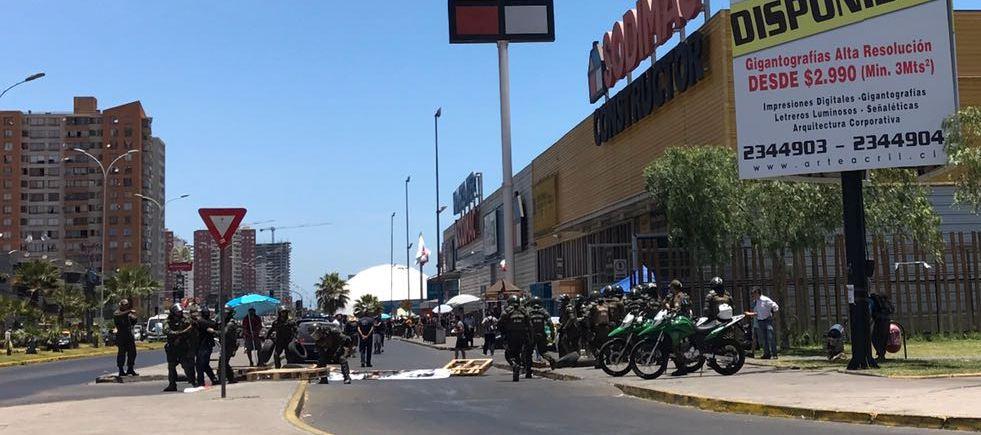 Photo of Carabineros detiene a trabajadores de Sodimac y disuelve manifestación