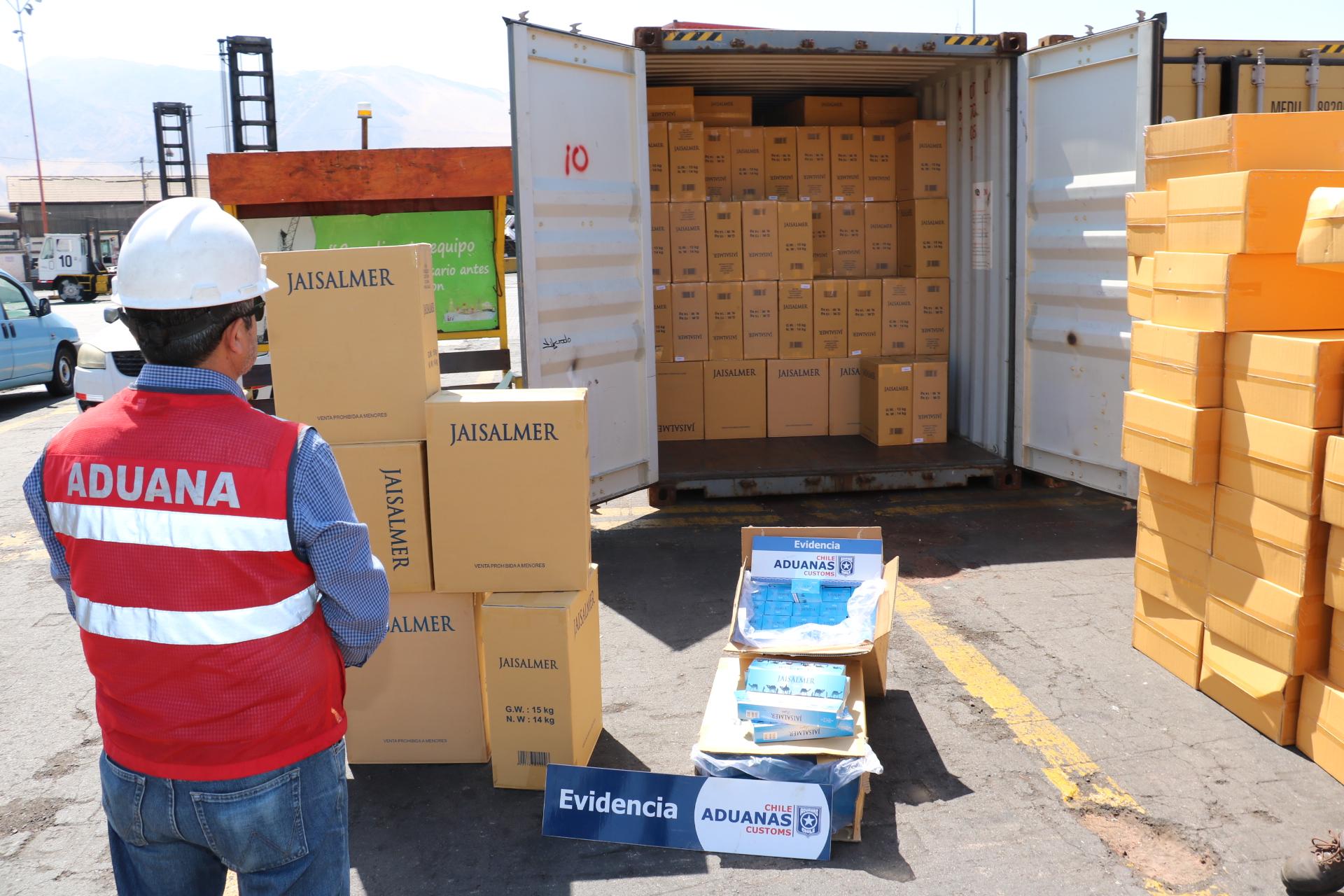Photo of Aduanas inacauta casi 11 millones de cajetillas de cigarrillos en el puerto