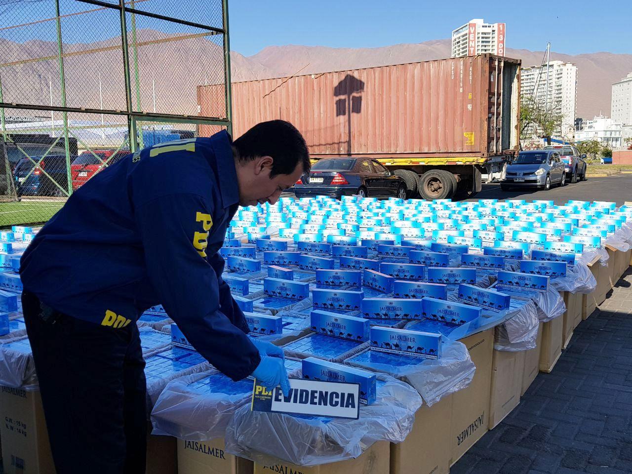 Photo of Incautan 126 mil cajetillas de cigarros ingresadas de contrabando por trabajadores portuarios